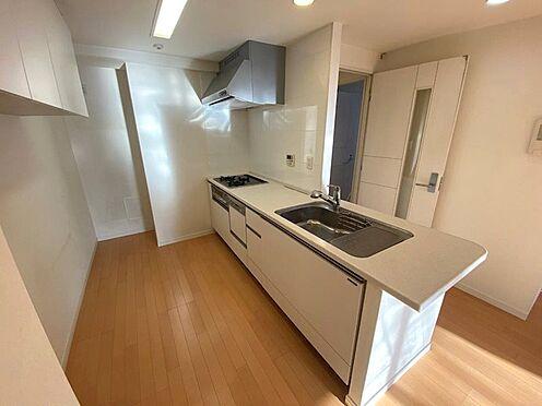 中古マンション-八王子市松木 家事の味方、食洗器付のシステムキッチンです