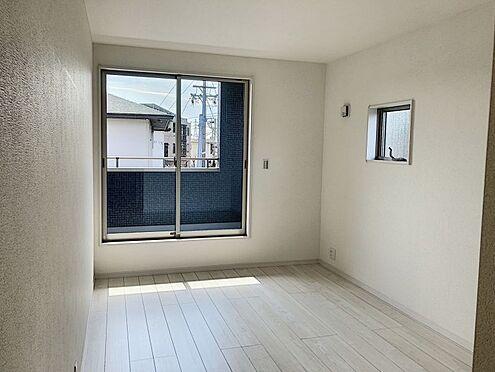 新築一戸建て-知多郡東浦町大字緒川字屋敷壱区 バルコニーに繋がる2階洋室です