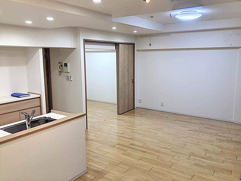 区分マンション-名古屋市西区貴生町 LDKと隣接する洋室を開放するとより空間が広く感じられます。
