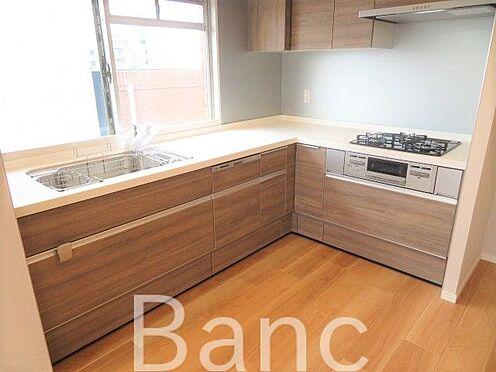 中古マンション-北区滝野川6丁目 L字型キッチンでスペースも広々。