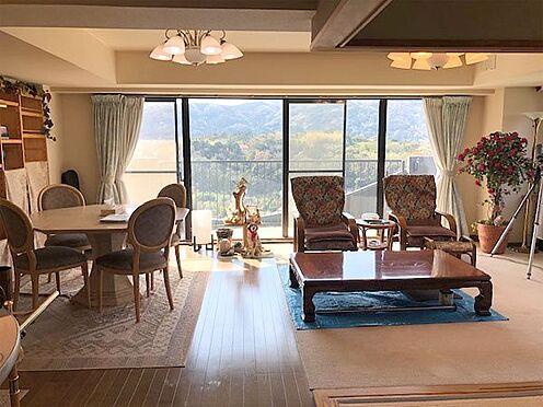 中古マンション-賀茂郡東伊豆町奈良本 【リビング】相模湾と稲取の山々を望みます。