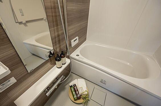 区分マンション-港区高輪2丁目 TOTO製で追焚機能付、浴室乾燥機付の浴室