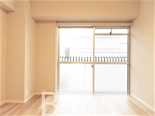 中古マンション-墨田区亀沢2丁目 明るい日差しが差し込む洋室です