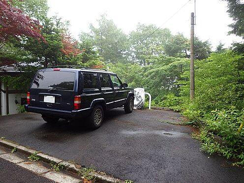 戸建賃貸-北佐久郡軽井沢町大字軽井沢 駐車スペースも広々です。