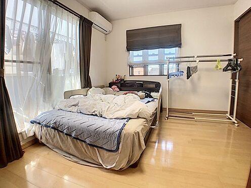 中古一戸建て-碧南市田尻町2丁目 バルコニーに面した洋室は通風・採光に優れた心地よい空間。