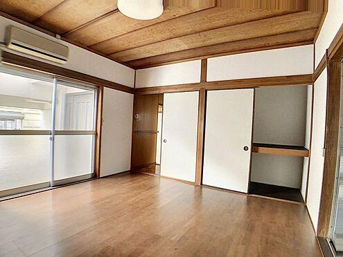 中古テラスハウス-名古屋市中川区中郷3丁目 3階建ての1階部分の和洋室約8帖です。押入れとCLもあり収納豊富