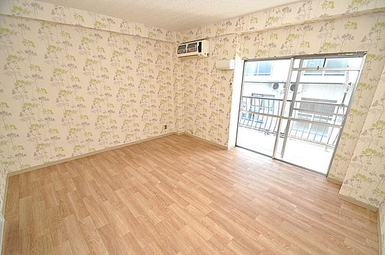 マンション(建物一部)-大阪市淀川区十三本町2丁目 広い窓がありますので、陽当りもとっても良いです。