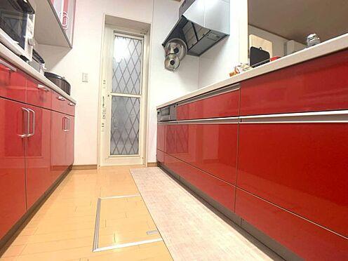 戸建賃貸-岡崎市山綱町字上中野 キッチンスペースがしっかり確保されているのでお子様と一緒に料理もできます。