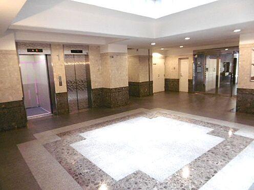 中古マンション-相模原市緑区橋本3丁目 開放感のある広々としたロビー。エレベータも2機あります。