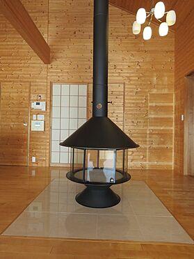中古一戸建て-八王子市大塚 備え付けの薪ストーブがあります