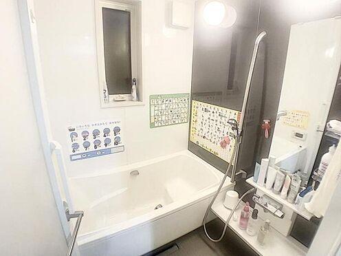 戸建賃貸-みよし市三好町東山 足を伸ばして入るお風呂は気持ちいいですよね。一日の疲れをスッキリ流して下さい。