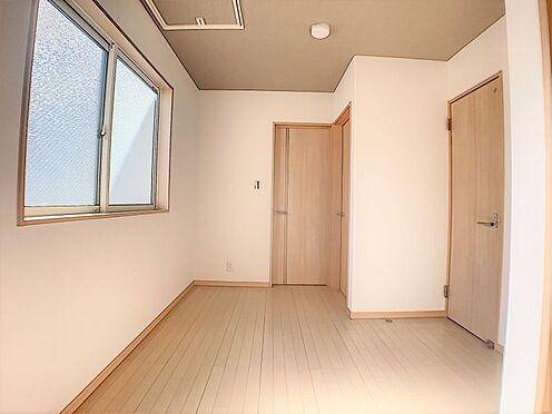 中古一戸建て-名古屋市守山区鳥羽見3丁目 2階の廊下は広々としていてご家族共有のフリースペースとしてお使いいただけそうです。