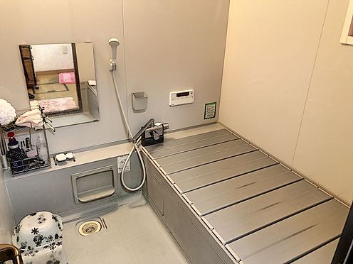 戸建賃貸-岡崎市井田町字西田 帰宅時間の異なるご家庭に嬉しい追い炊き機能付きのお風呂です。