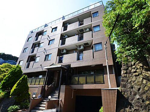 リゾートマンション-熱海市伊豆山 名勝地として知られる鉢アラクに建つマンション外観。高台のマンションですので、陽当たり良好です。