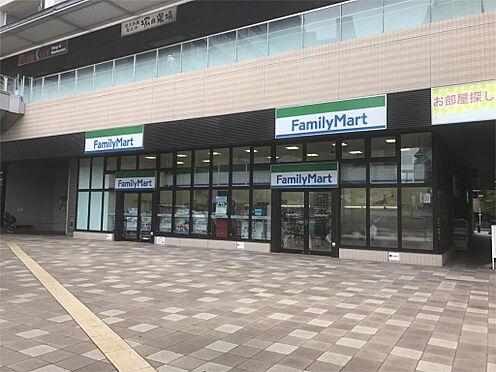 中古マンション-さいたま市南区鹿手袋6丁目 ファミリーマート 武蔵浦和マークス店(819m)