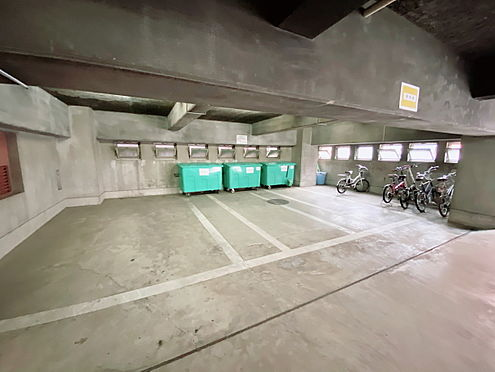 区分マンション-千代田区九段南3丁目 入口から入って右側部分です。
