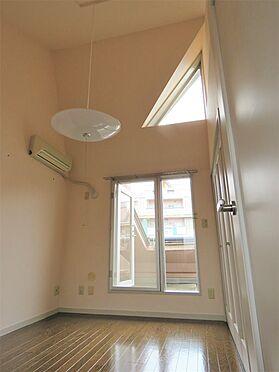 中古マンション-八王子市上柚木3丁目 2階4.5帖洋室も壁紙を貼替えました。2階どちらのお部屋からもルーフバルコニーに出られます。