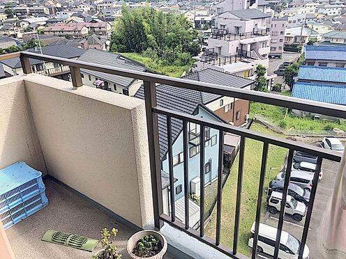 区分マンション-岡崎市戸崎町字藤狭 開放的なバルコニーは見晴らしもよく、太陽の温かな温もりをめいっぱい受け止めてくれます。