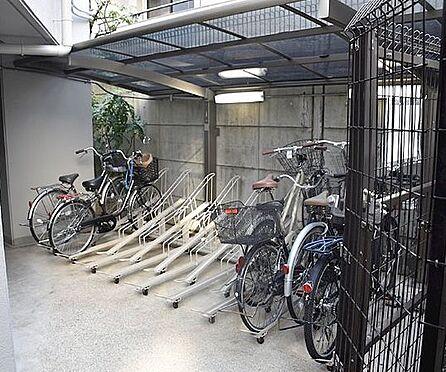 マンション(建物一部)-京都市下京区飴屋町 屋根付きの駐輪場の他、屋内にも駐輪場あり