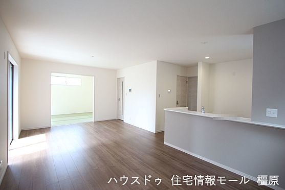 戸建賃貸-磯城郡田原本町大字阪手 和室と合わせて24帖の大きな空間。ご家族の憩いの場にぴったりですね。