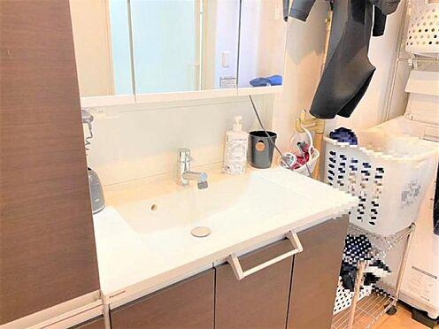 戸建賃貸-名古屋市千種区今池1丁目 玄関すぐに洗面室があるので汚れを家の中に持ち込ませません♪