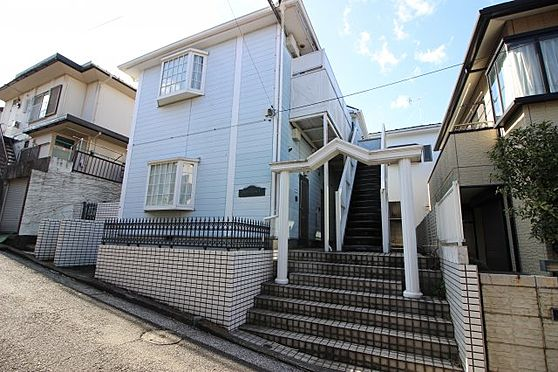 アパート-横浜市磯子区杉田6丁目 閑静な住宅街で住環境良好です。3路線2駅利用可能で都心へのアクセスも良好です。通学・通勤に便利な立地。