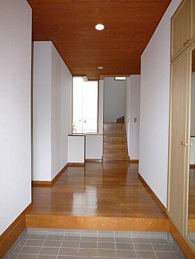 中古一戸建て-町田市金井町 玄関 広々とした玄関ホール。大容量のシューズボックス完備です!