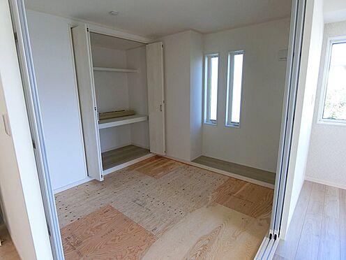 戸建賃貸-八王子市松木 リビングの隣、和室4.5畳