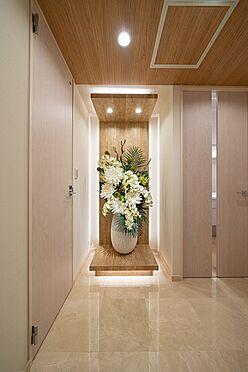 中古マンション-港区三田1丁目 大理石貼りの玄関・廊下