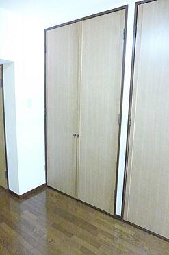 マンション(建物一部)-大和市西鶴間1丁目 大きな収納がありお部屋を広く使えます。