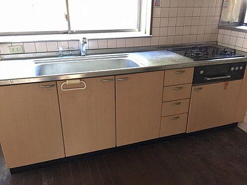 戸建賃貸-横須賀市上町4丁目 【キッチン】 2階建てのキッチン ※募集当時の写真です。現況と異なる場合がありますが現況優先とします。