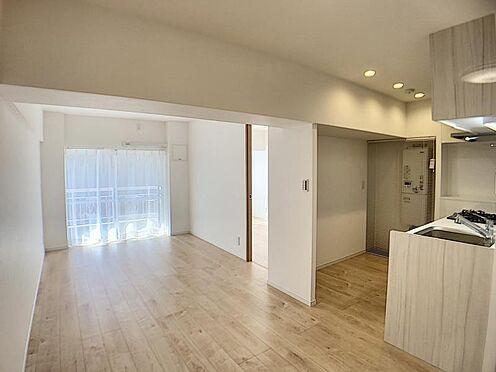 中古マンション-名古屋市千種区向陽1丁目 南向きのLDKで暖かな日差しが室内に差し込みます。