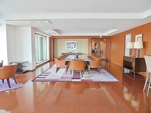 中古マンション-港区高輪1丁目 20階部分にあるビューラウンジ 〜晴れた日には東京タワーが望めます。〜