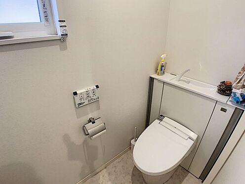 中古一戸建て-安城市東栄町 窓付きの明るいトイレは、温水洗浄便器つきです。