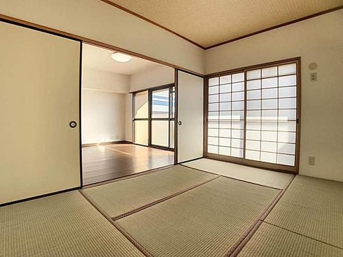 中古マンション-豊田市生駒町大坪 あると嬉しい和室◎来客時やお子様の遊び場としても重宝しそうです。