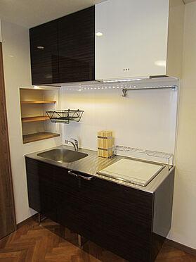 中古マンション-目黒区自由が丘2丁目 お手入れのしやすいIHクッキングヒーター付きキッチンです。(賃借人入居前撮影)