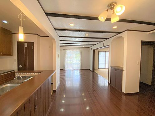 中古一戸建て-長久手市山野田 南向きで日当たり良好!照明が室内をお洒落な空間に演出します。