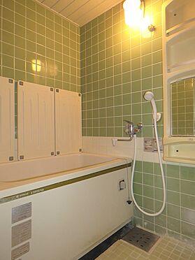 区分マンション-八王子市南大沢4丁目 新築分譲時のままの浴室。ここはリフォームが必要です。