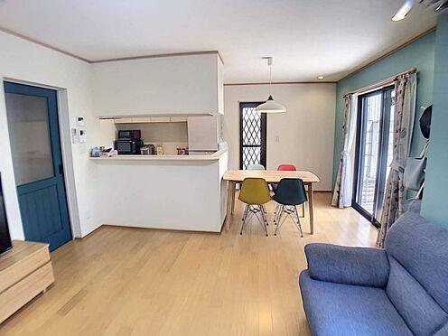 戸建賃貸-豊田市柿本町6丁目 導線もしっかりと取れている間取りなので、ダイニングテーブルやソファー、ローテーブルなどの家具もしっかりと配置できます。