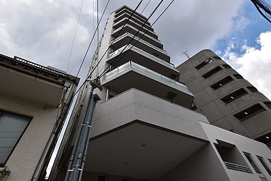 中古マンション-渋谷区神宮前2丁目 裏側はコンクリート打ちっぱなしです。