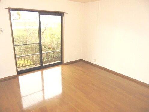 アパート-彦根市新町 バルコニーに面した洋室です♪