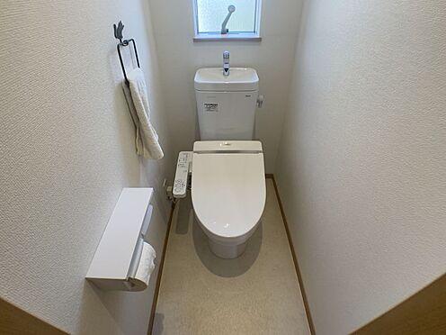 中古一戸建て-豊田市平戸橋町永和 1・2階にトイレあり。階段を降りなくてもいいので、高齢者の方も便利です。