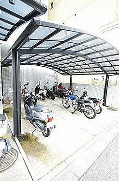 マンション(建物一部)-京都市上京区福大明神町 屋根のあるバイク置場あり