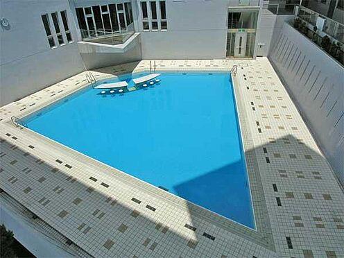 中古マンション-伊東市富戸 [屋外プール]夏期に屋外プールでお楽しみ頂けます。