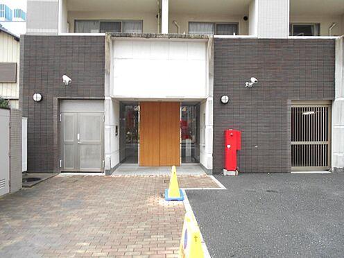 マンション(建物一部)-志木市本町5丁目 インターロッキング舗装されたアプローチから気品漂うエントランス