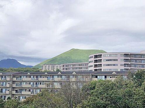 中古マンション-伊東市富戸 ≪眺望≫ バルコニーから南西側には大室山も望みます。