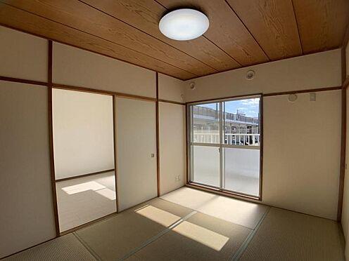 中古マンション-豊田市栄町6丁目 和室とバルコニーがつながっています。和室から洗濯物を入れることもできます!