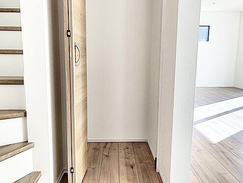 新築一戸建て-福岡市南区桧原2丁目 階段横収納です