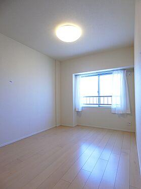 中古マンション-新潟市中央区南出来島2丁目 使いやすい形の約5.8帖洋室