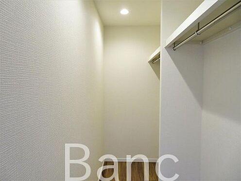 中古マンション-世田谷区成城8丁目 居室部分の収納は奥行きのある収納がたくさんできちゃいます
